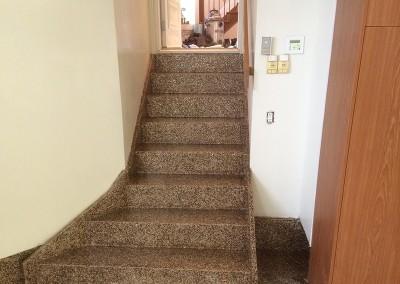 Escalier intérieur effet granite