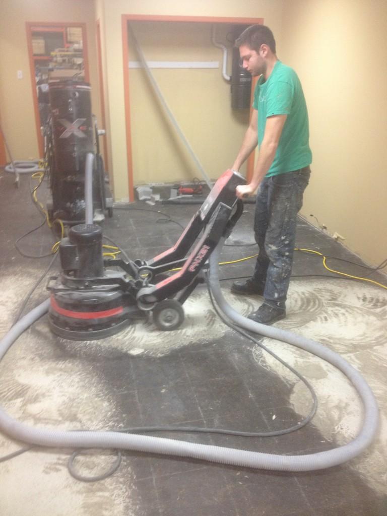 R paration de fissures plancher de b ton meulage et for Reparation fissure piscine beton