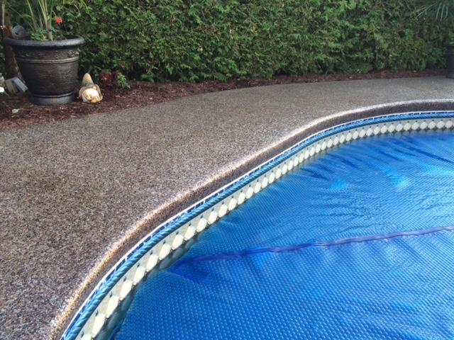 Contour de piscine creus e et trottoir poxy - Contour piscine creusee ...