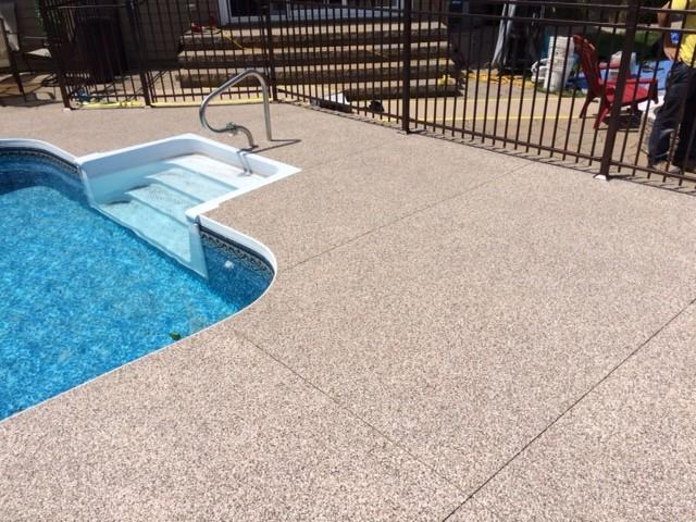 contour de piscine creus e et trottoir poxy
