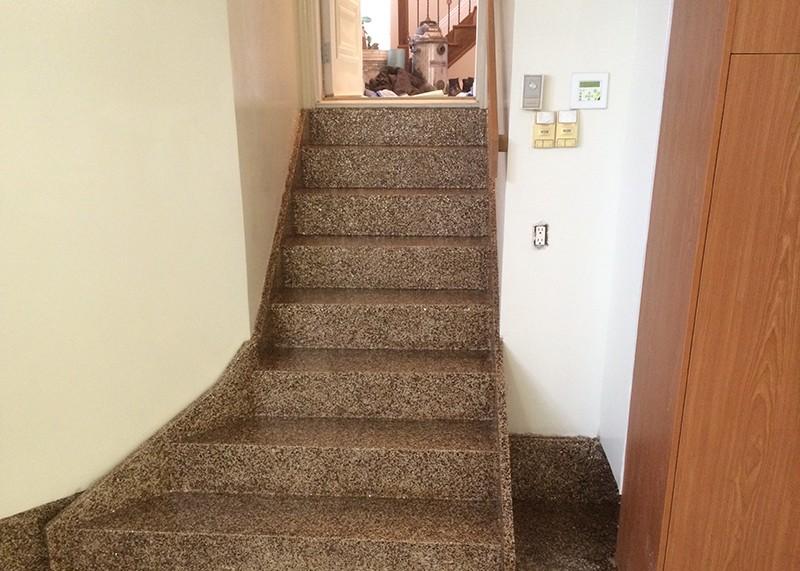 escalier int rieur effet granite atelier serby. Black Bedroom Furniture Sets. Home Design Ideas